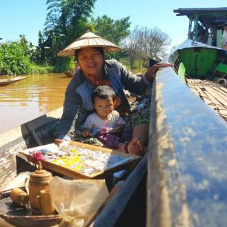 Floating store in Inle